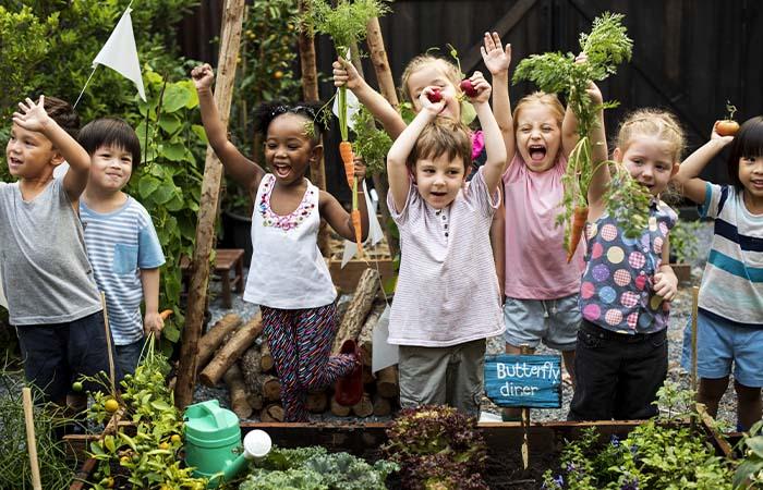 Grijs schoolplein leidt tot competitie, groen plein tot kameraadschap