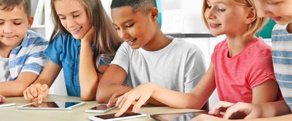 Mobiele telefoons in de klas: de voor- en nadelen